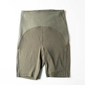 Lululemon Green Blissful Bend High-Rise Shorts 8""